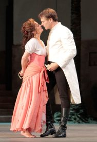 Patricia Bardon and Brandon Jovanovich as Carmen and Don Jose