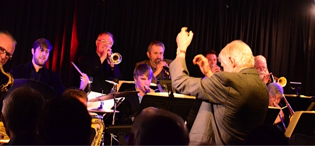 Bill Holman conducts his band